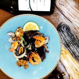 Tagliatelle al nero di seppia e frutti di mare